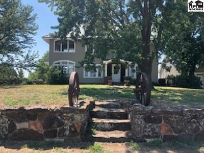 Nickerson Single Family Home For Sale: 5301 N Centennial Rd