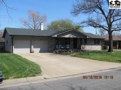 Hutchinson Single Family Home For Sale: 902 E 32nd Terr