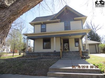 Single Family Home For Sale: 320 N Jackson St