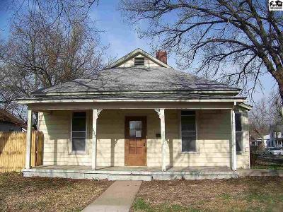 Hutchinson Single Family Home For Sale: 627 N Plum St
