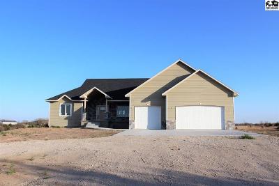 Hutchinson Single Family Home For Sale: 611 E 95th Ave
