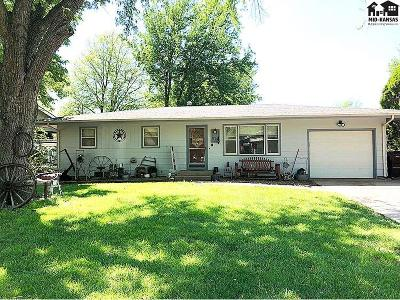 McPherson KS Single Family Home For Sale: $145,000
