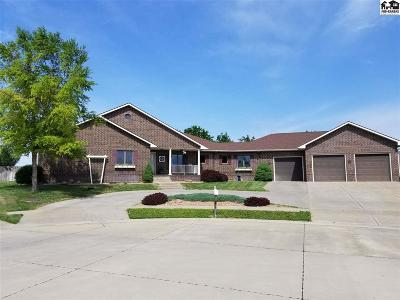 Single Family Home For Sale: 926 Pheasant Ln
