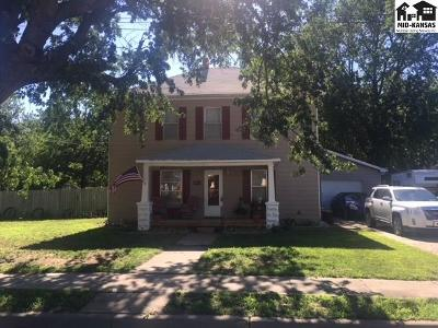 Buhler Single Family Home For Sale: 205 N Wall St