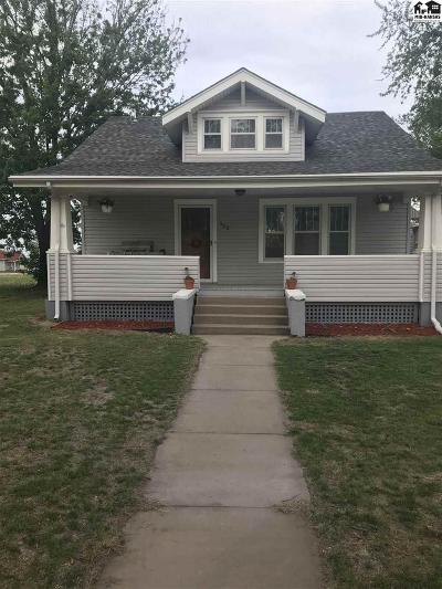 Single Family Home For Sale: 102 S Maple St