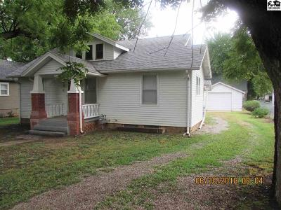 Buhler Single Family Home For Sale: 312 W Ave A