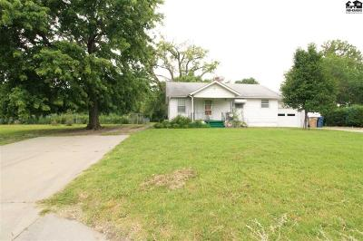 Single Family Home For Sale: 3301 N Plum St
