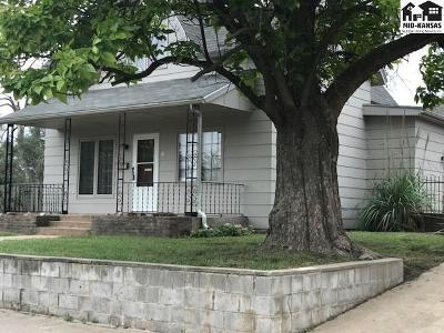Hutchinson Single Family Home For Sale: 547 E Avenue B