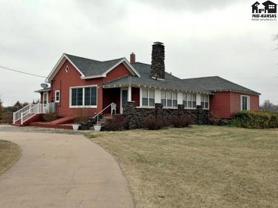 Hutchinson KS Single Family Home For Sale: $274,000