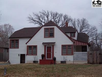 Hutchinson Single Family Home For Sale: 300 Hyde Park Dr