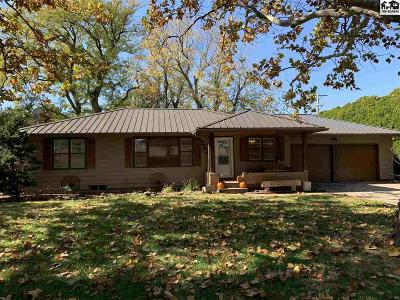 Buhler Single Family Home For Sale: 825 N West St