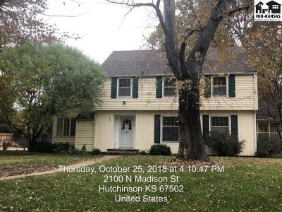 Hutchinson KS Single Family Home Contingent Other Co: $164,900