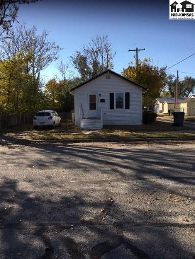 Hutchinson Single Family Home For Sale: 1305 N Madison St