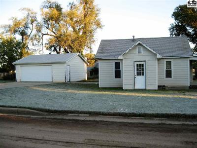 Pretty Prairie Single Family Home For Sale: 205 N Park Ave