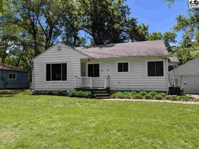 Buhler Single Family Home For Sale: 343 W 2nd Ave