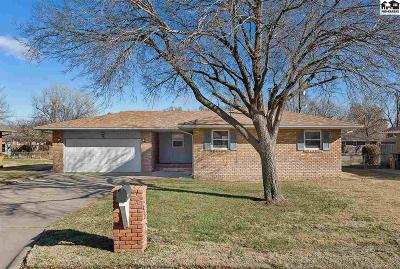 Hutchinson Single Family Home Contingent On Sale And Cl: 612 Molly Mall