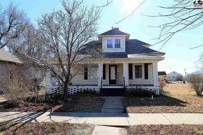 Hutchinson Single Family Home For Sale: 305 E Ave B