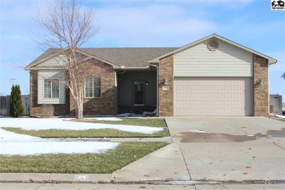 Single Family Home For Sale: 502 Harvest Hills Dr