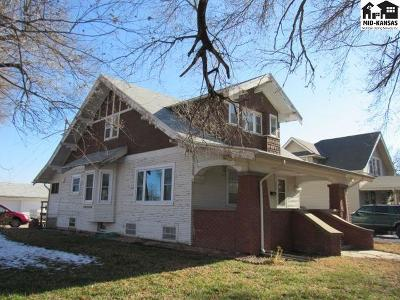 Single Family Home For Sale: 522 N Maple St