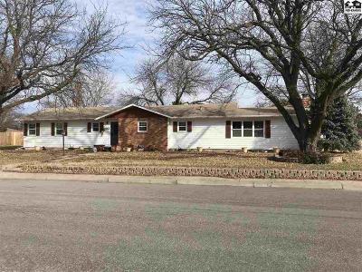 Moundridge Single Family Home For Sale: 102 S Washington Ave