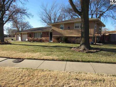 Hutchinson Single Family Home For Sale: 59 Eastwood Dr