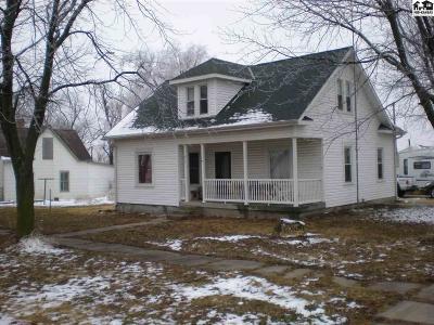 Windom Single Family Home For Sale: 511 S Blair St