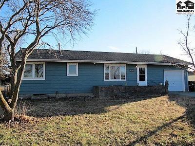 South Hutchinson Single Family Home For Sale: 19 E Detroit Dr