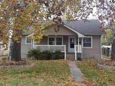 Hutchinson Single Family Home For Sale: 614 W 17