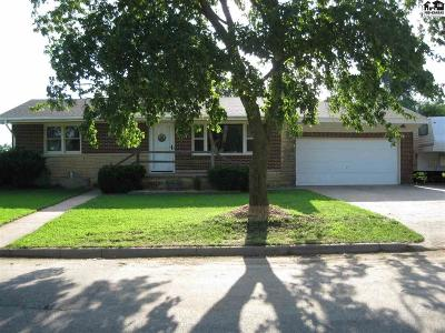 Pretty Prairie Single Family Home For Sale: 327 S Maple St
