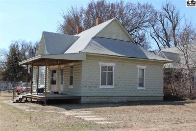 Hutchinson Single Family Home For Sale: 105 E Bigger St