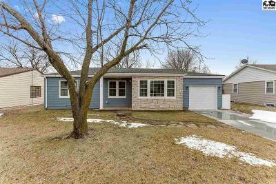 Hutchinson Single Family Home For Sale: 15 Faircrest Dr