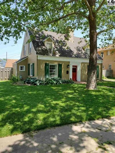 Hutchinson Single Family Home For Sale: 12 Hyde Park Dr