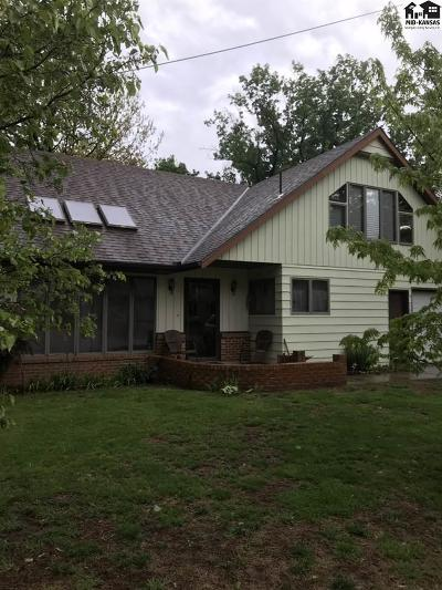 Buhler Single Family Home For Sale: 330 W 2nd Ave