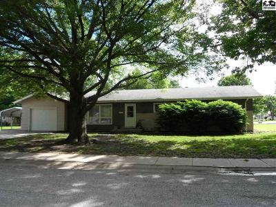 McPherson KS Single Family Home For Sale: $150,000