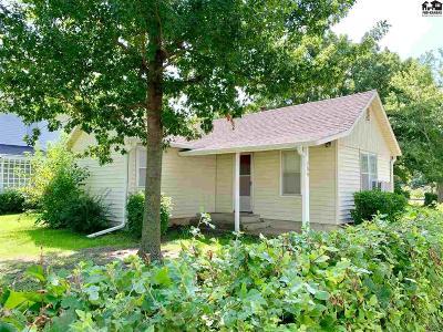 Moundridge Single Family Home For Sale: 300 S Christian Ave