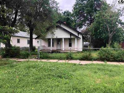 Hutchinson Single Family Home For Sale: 717 E 3rd Ave