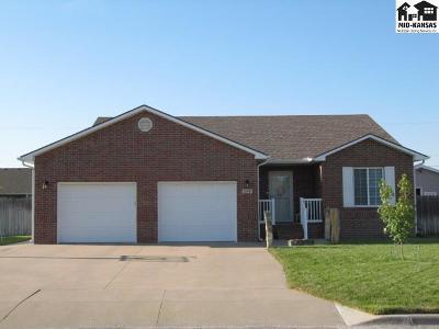 Hutchinson Single Family Home For Sale: 200 E 37th Ave