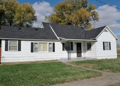 Brown County Single Family Home For Sale: 202 Mitchell Street