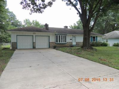 Single Family Home Sold: 9911 Lydia Avenue