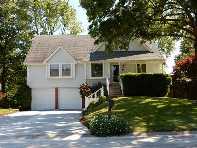 Single Family Home Sold: 908 NW Oakridge Drive