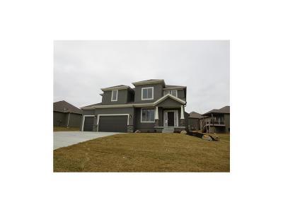 Lenexa Single Family Home For Sale: 8324 Shady Bend Road