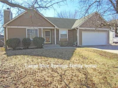 Single Family Home Sold: 304 NW Leann Drive