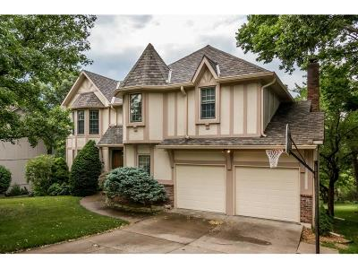 Lee's Summit Single Family Home For Sale: 156 NE Edgewater Drive