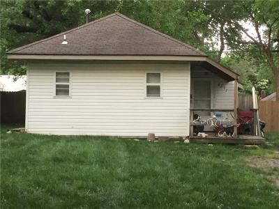 Kansas City Single Family Home For Sale: 8217 Walnut Street
