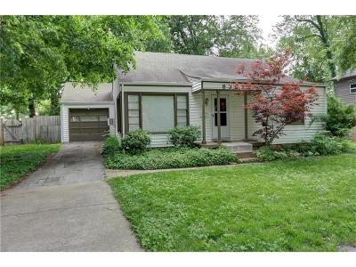 Overland Park Single Family Home For Sale: 8321 Riggs Street
