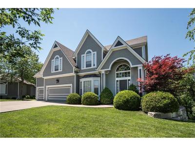 Lee's Summit Single Family Home For Sale: 716 SW Winterwalk Lane
