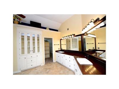 Johnson-KS County Single Family Home For Sale: 7325 Oakview Street