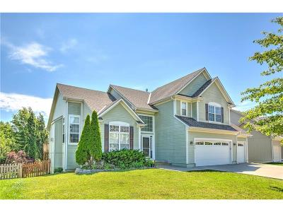 Lee's Summit Single Family Home Contingent: 3018 SW Saddlewood Place