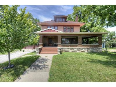Single Family Home For Sale: 206 Broadway