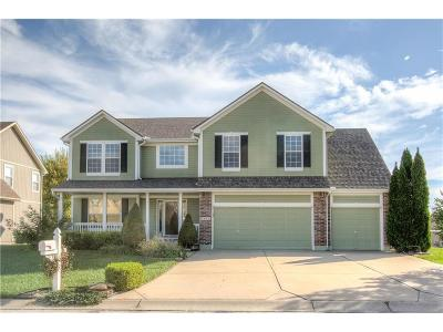 Blue Springs Single Family Home For Sale: 2402 NW Cove Drive